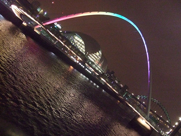 Tenin-esque shot of the Millennium Bridge